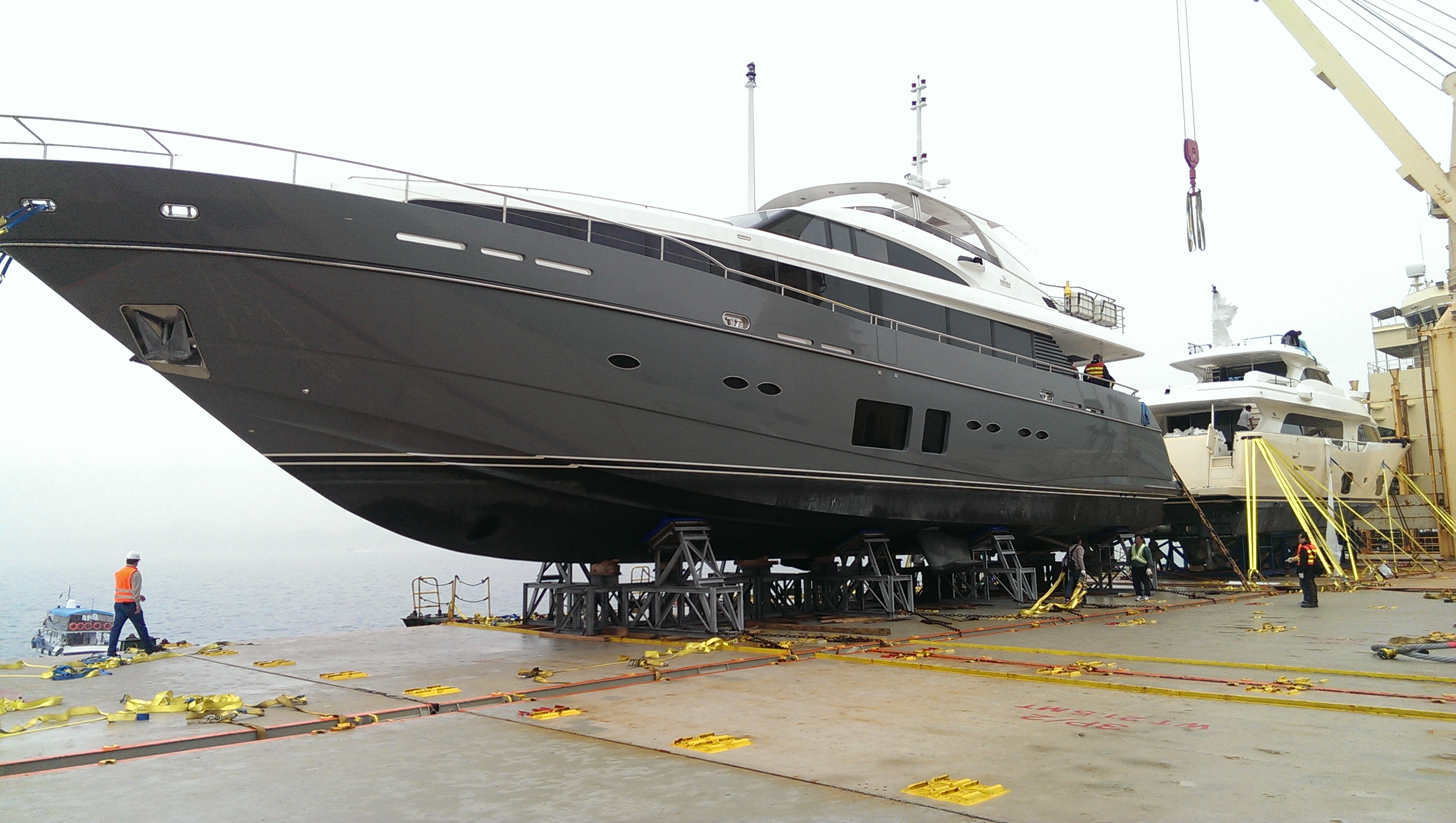 Stages of shipping 4 positioning the yacht in the cradle for Can a motor carrier broker freight